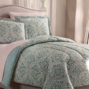 BNWT 8 pieces Queen comforter set